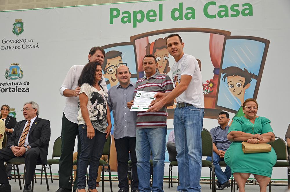 13.12.2014---Entrega-de-escrituras-Papel-da-Casa-089