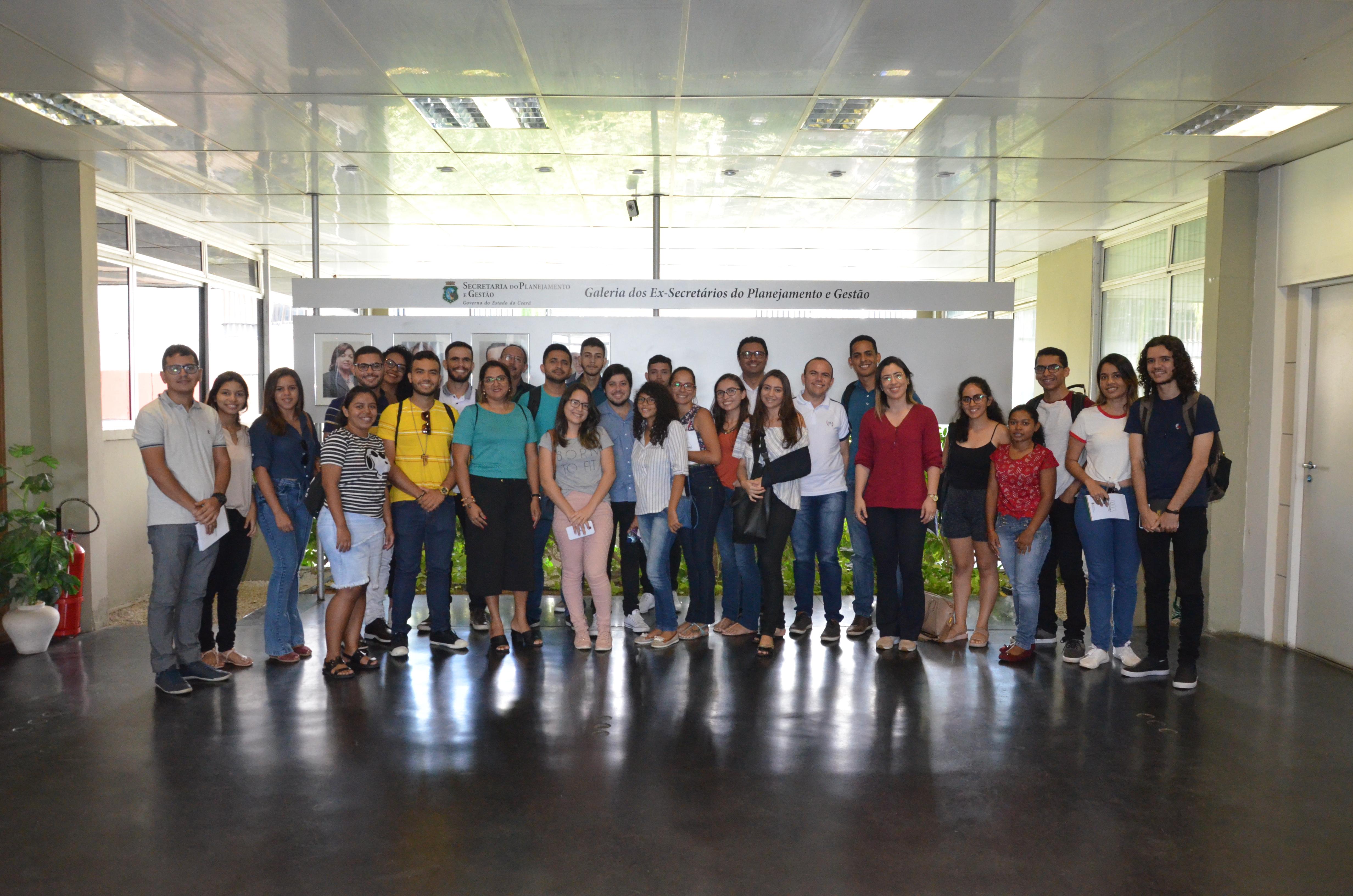 Alunos da Universidade Federal do Cariri realizam visita técnica à Seplag